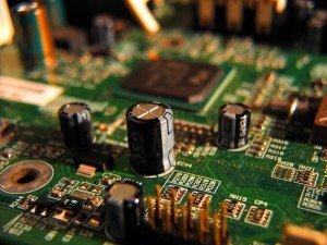 Gros plan sur une carte de circuit imprimé peuplée