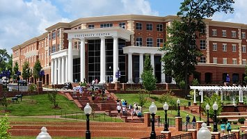 High Point University migliora la sicurezza con RediTALK-Flex